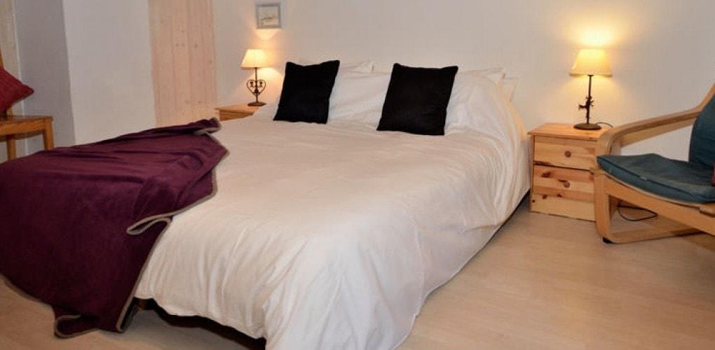 One of chalet Ziberline's cosy double bedrooms