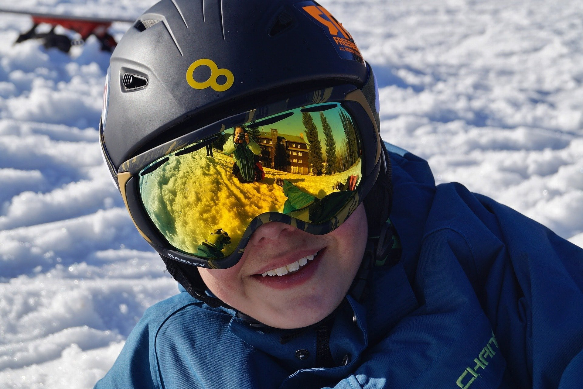 Are ski helmets compulsory in France?
