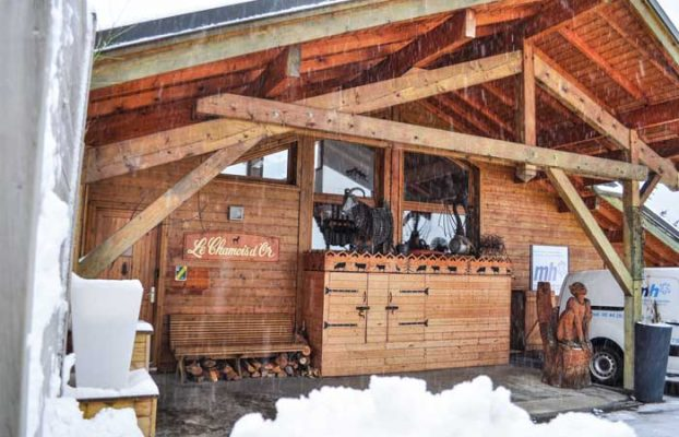The exterior of Chalet Chamois d'Or in snowfall