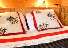 Twin Bedroom in Chalet Jardin d'Angele