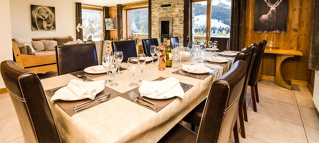 Lovely Dining Area in Chalet Golden Eagle