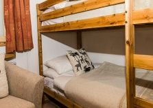 Twin bunk bed room