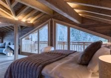 Spacious double bedroom in chalet