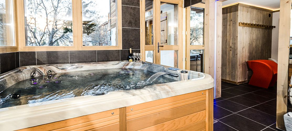 Hot Tub in Chalet Jardin d'Angele