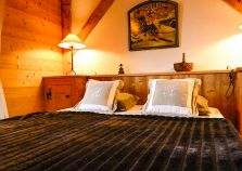 Spacious Double Bedroom in Chalet Jardin d'Angele