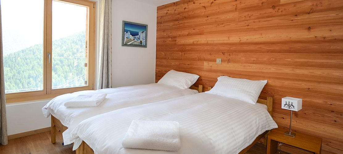 Twin bedroom in luxury chalet