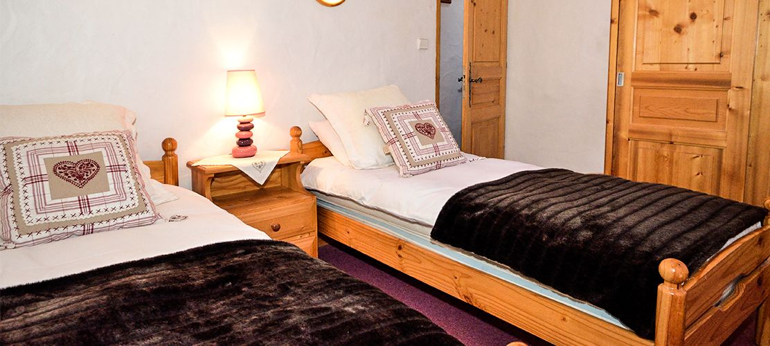 Single Bed in Spacious Chalet Louis Bedroom